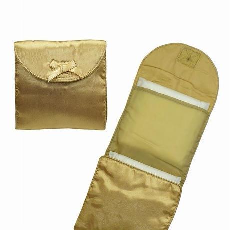 ナラヤ NaRaYa 携帯用 コンパクト 収納 サニタリーケース( 三つ折りタイプ 生理用品 ナプキンポーチ )・サテン(ゴールド) NBS-344A