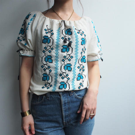 embroidery blouse(BLUE)