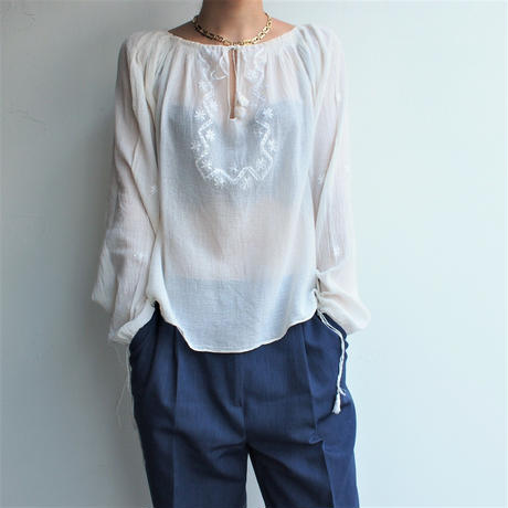 embroidery blouse (long sleeve)