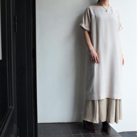 Yoke sleeve light color dress
