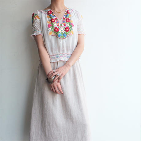 1960's70's Hand embroidery cotton blouse