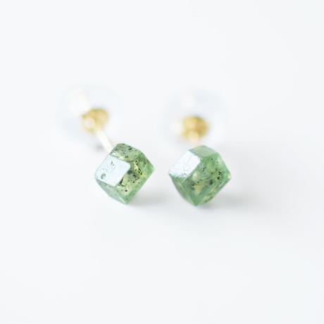 結晶ピアス/デマントイドガーネット