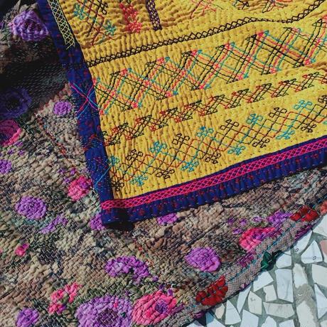 蛇遣い族 Kalbeliya 伝統刺繍ラグ- G21