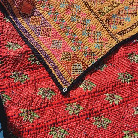 蛇遣い族 Kalbeliya 伝統刺繍ラグ- B21