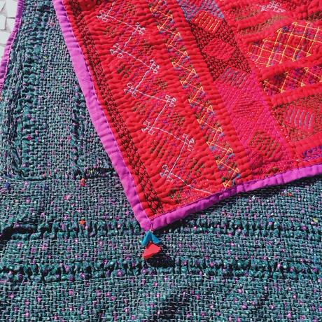 蛇遣い族 Kalbeliya 伝統刺繍ラグ- A21