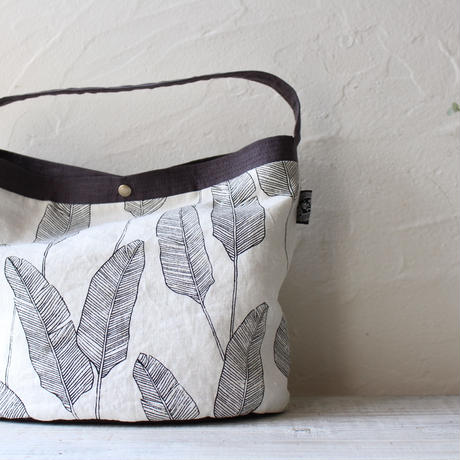 楕円底のリネントートバッグ