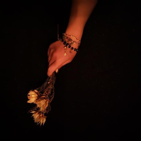 ヴァルプルギスの夜の腕飾り