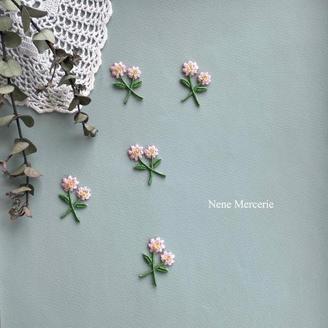 ピンクの小さなお花/2枚セット/刺繍アイロンワッペン