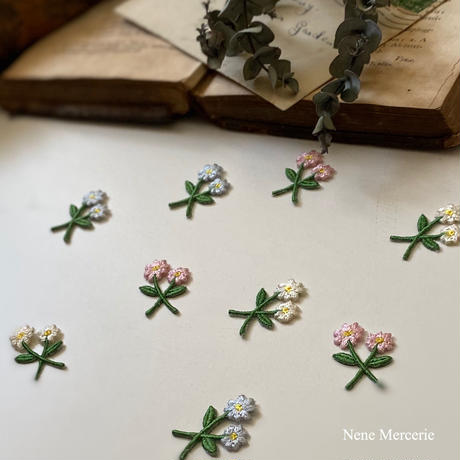 3色の小さなお花/3枚セット/刺繍アイロンワッペン