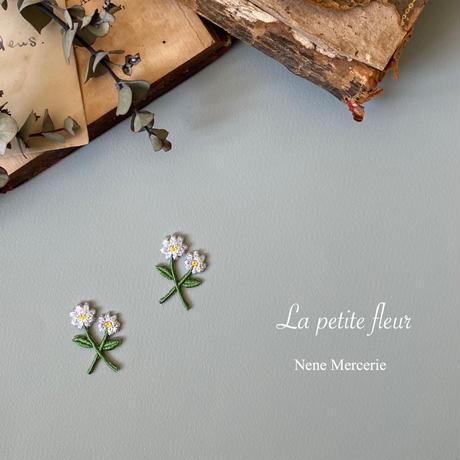 白い小さなお花/2枚セット/刺繍アイロンワッペン