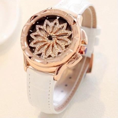 高級 キラキラ CZダイヤモンド レディース 腕時計/ 白 /ジュエリーウォッチ ドレスウォッチ /くるくる ぐるぐる