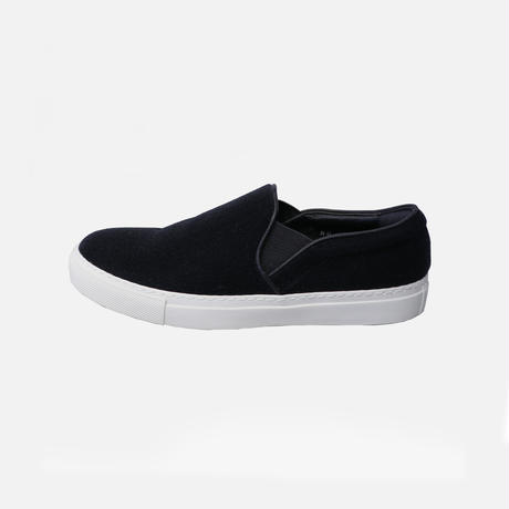 neu. SLIP-ON (BLACK)