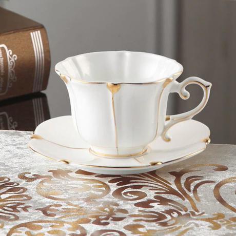 新品送料込 ティーカップ 200ml ソーサー スプーン 3点セット 磁器 ボーンチャイナ コーヒー お茶会に 食器 高級装飾 贈り物