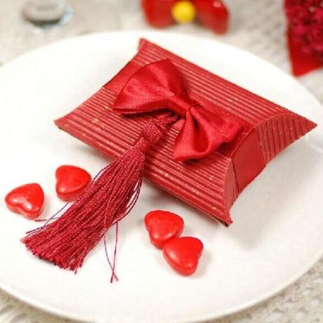 新品送料込 ギフトボックス 50個セット 枕型 フリンジリボン バレンタイン お誕生日会 結婚式 ラッピング プレゼント