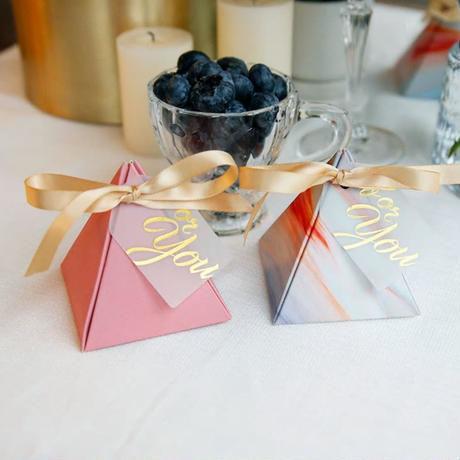 新品送料込 ギフトボックス 50個セット 三角型 マーブル リボン付 バレンタイン お誕生日会 結婚式 ラッピング プレゼント