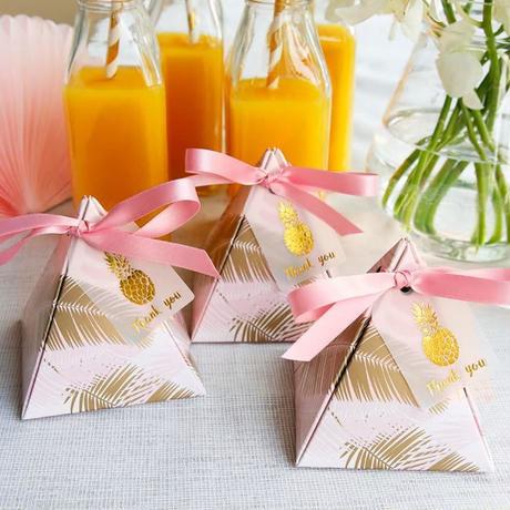 新品送料込 ギフトボックス 50個セット 三角型 ピンク リボン付 バレンタイン お誕生日会 結婚式 ラッピング プレゼント