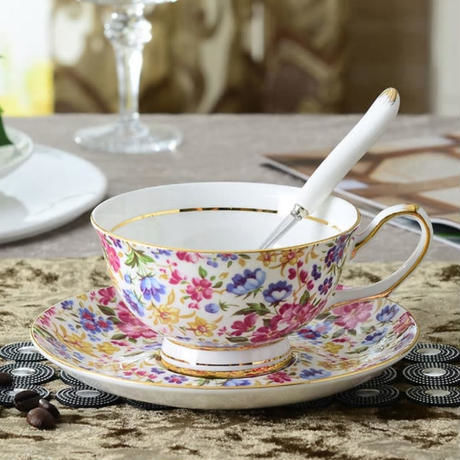 新品送料込 ティーカップ 200ml ソーサー スプーン 3点セット 花柄 磁器 コーヒー お茶会に 食器 高級装飾 贈り物