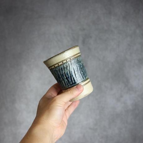 7005053 【北窯 宮城正享工房】呉須飛鉋 Vカップ(中)②