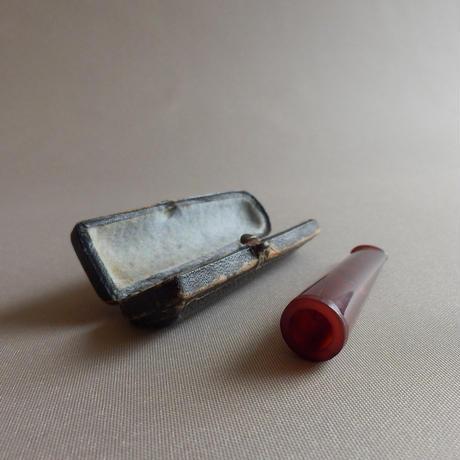 NM171 琥珀風樹脂のシガー・ホルダー(ケース付き)