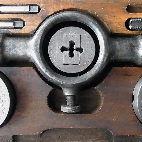 NM672 アメリカ製 タップ&ダイスset (木箱入り)