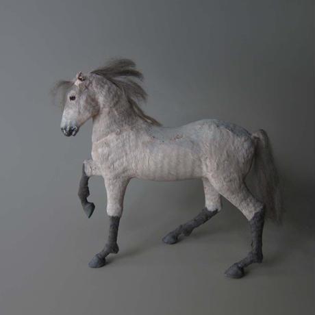 NA611 古い馬の人形