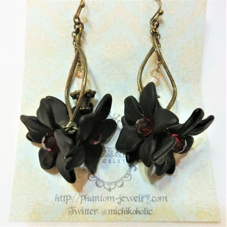 黒いお花と蝋燭のピアス<各色>