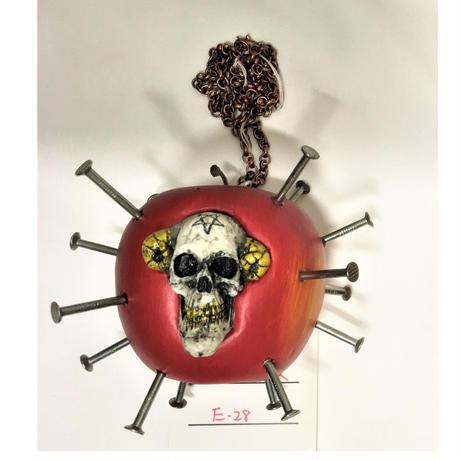 毒リンゴネックレス