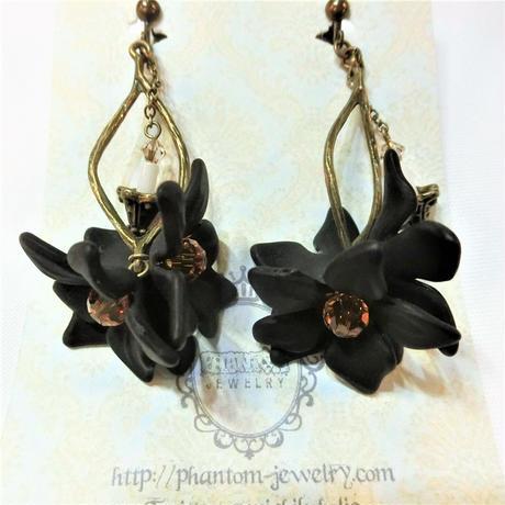 黒いお花と蝋燭のイヤリング<各色>