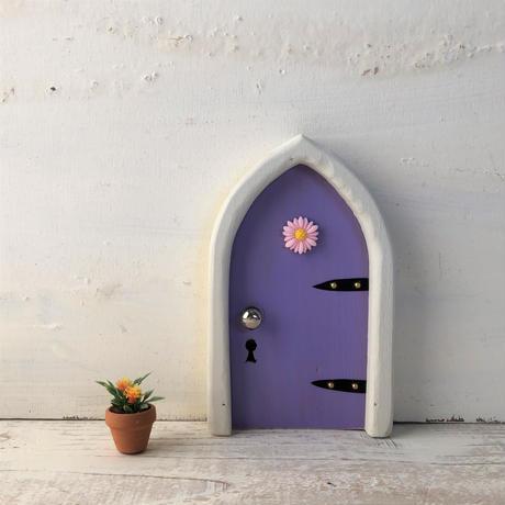 アーチフラワーのむらさき色の扉