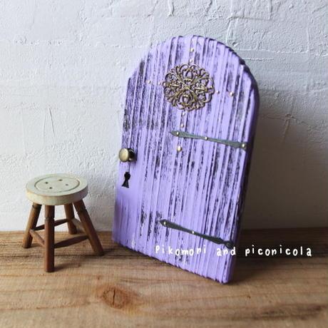 紫色のラウンドドア