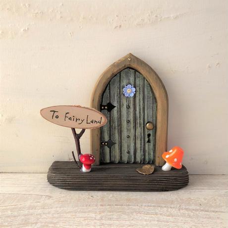 ブルーデイジーのキノコの扉