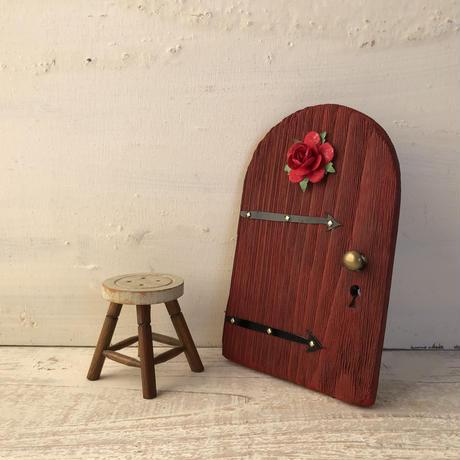 赤いバラのラウンドドア
