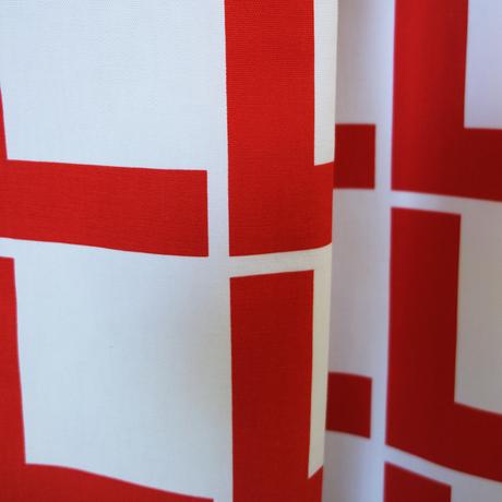 <受注販売> Linie Red ファブリック (幅148cm x 長さ120cm)