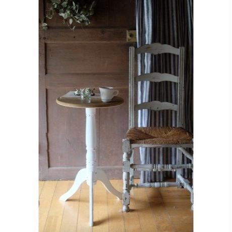 フレンチアンティークのようなテーブル・アンティークホワイト