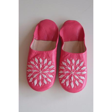 モロッコバブーシュ・ピンク×白刺繍