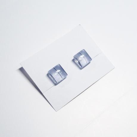 イヤリング 浮布〔clear cloth 〕/  丸四角 縞 薄青