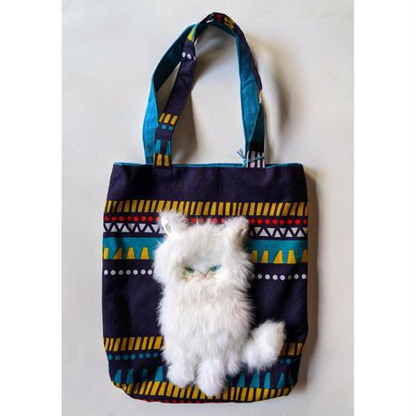 谷みゆき:正座する白い猫バッグ(ワンニャンバッグ12)