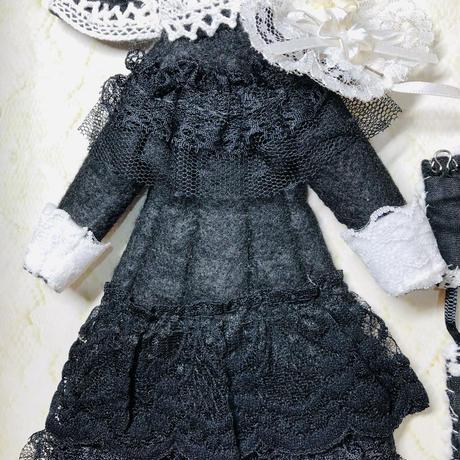BLACKワンピースとコルセットにヘッドドレスとケープのセット(27cmドール サイズOF)