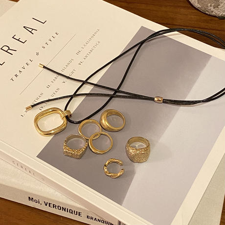 Frame leather necklace