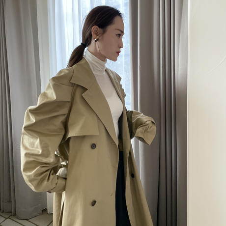 Shoulder tuck volume Trench coat