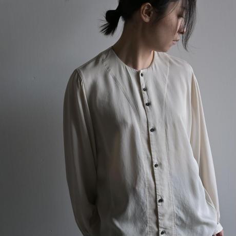 【NO CONTROL AIR】キュプラ 強撚レーヨンカルゼ製品染めノーカラーシャツ