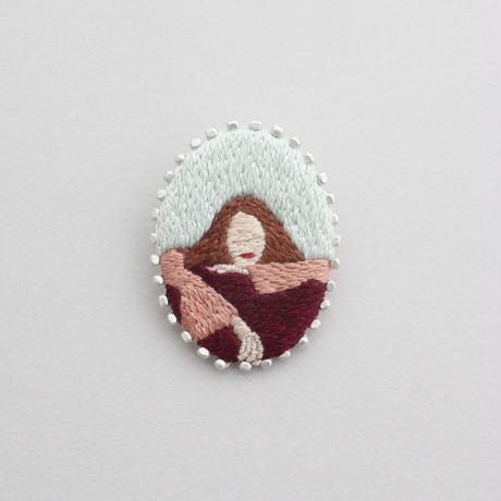 【 unwilling girl/brooch 】