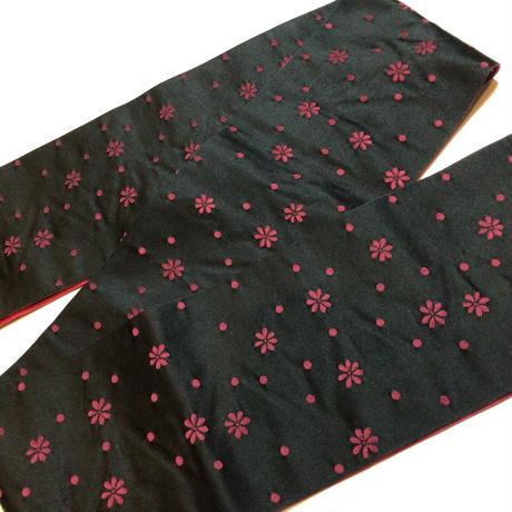 半幅帯 黒地に菊× 紅紫色に麻の葉と縞柄 ob131
