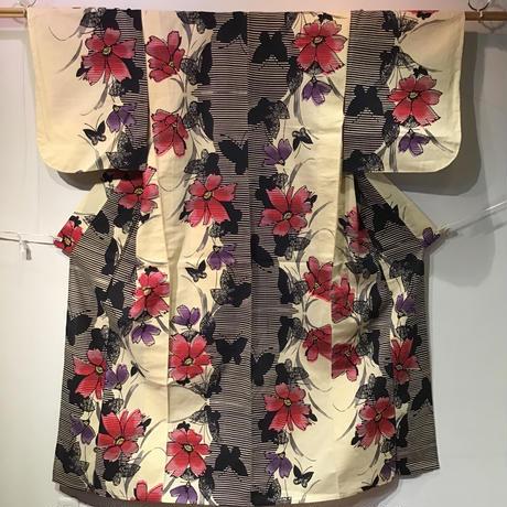浴衣 生成色にピンクと紫のコスモスと蝶柄 yu4