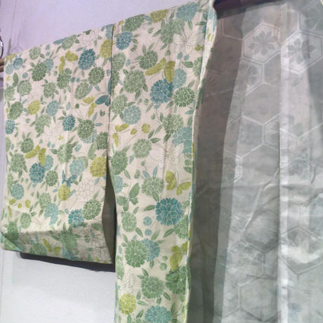 羽織 生成色地に緑系の花と蝶柄 h71
