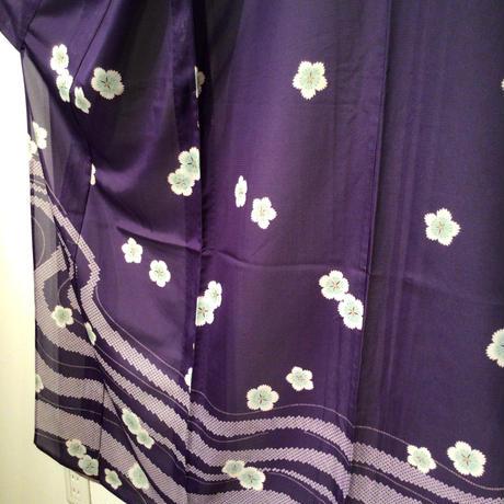 夏着物 絽 化繊 付け下げ 紫地に撫子柄と匹田の流水柄 z122