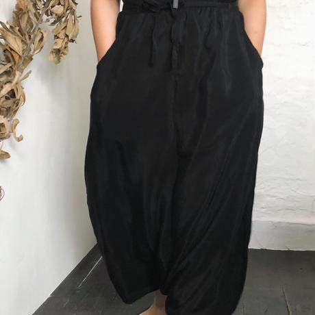 balloon pants / kyupura black