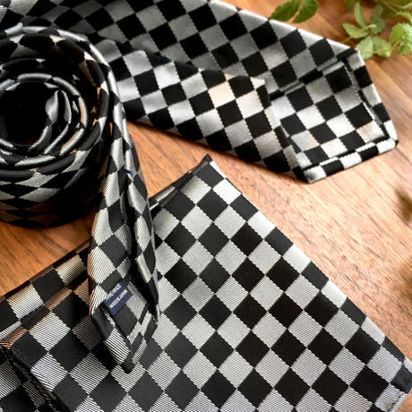 Oguri Original ネクタイ&ポケットチーフ 市松模様 シルバー×ブラック