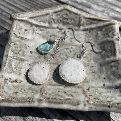 コーガ石と青いガラス玉の耳飾り