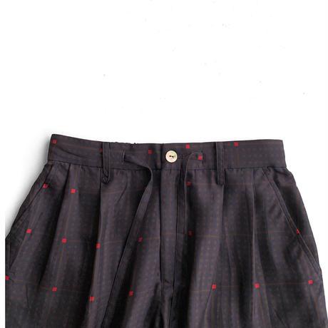 Wang Chomphu /TAPERD PANTS